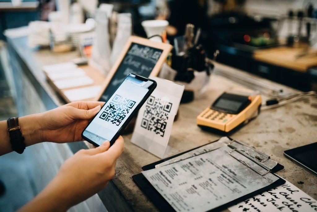 tendance-restaurant-2021_sans-contact-paiement-qrcode-blog-innovorder